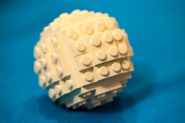 Simple sphere made out of Lego