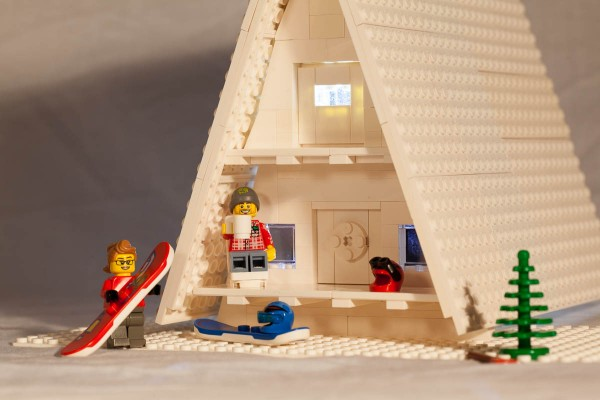 Minifigs relax after a hard day on the slopes.